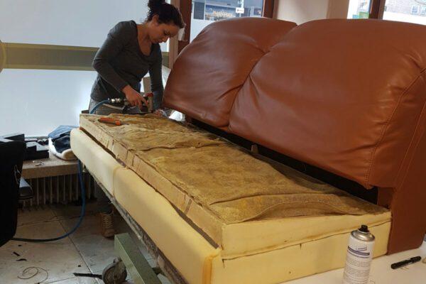 vernieuwen-vullingen-meubel-bankstel-bruin10