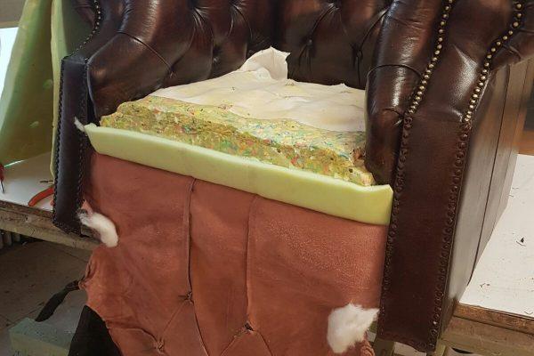 vulling-chesterfield-stoel-bruin